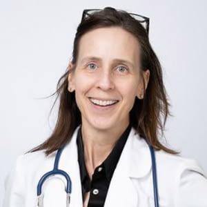 dr lisa benya member of the treatment team at summit estate