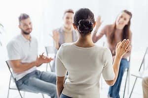 group therapy at an alcohol rehab near kent