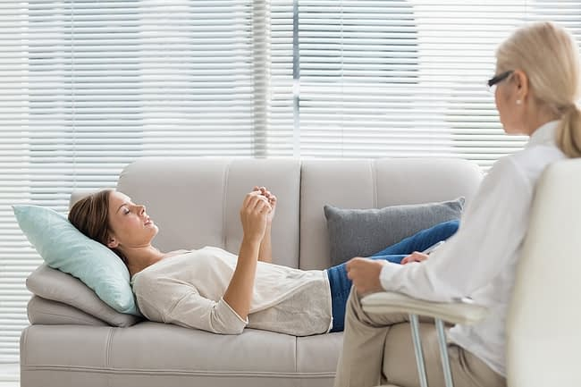 Woman on couch receives therapy for her co-occurring disorders