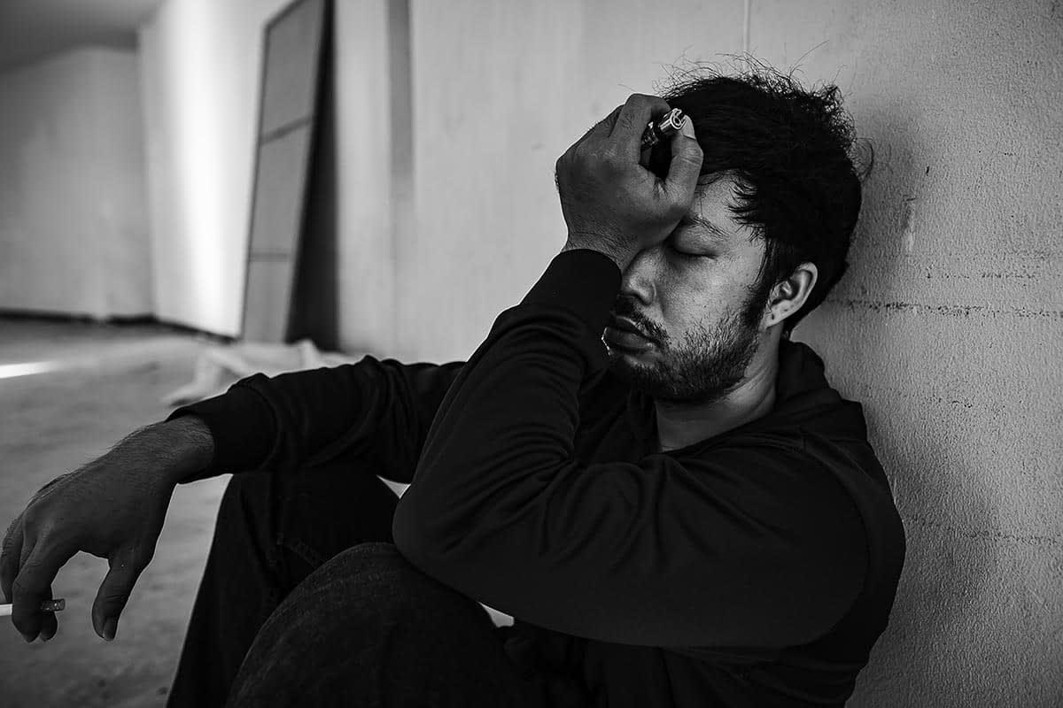 a man struggling from the signs of heroin addiction