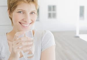 how to detox from alcohol - woman with short hair holding a glass