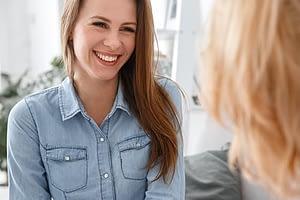 Two women deciding about outpatient vs inpatient alcohol detoxification