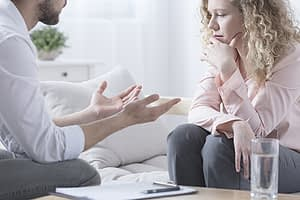 man talks to therapist about 90 day treatment centers