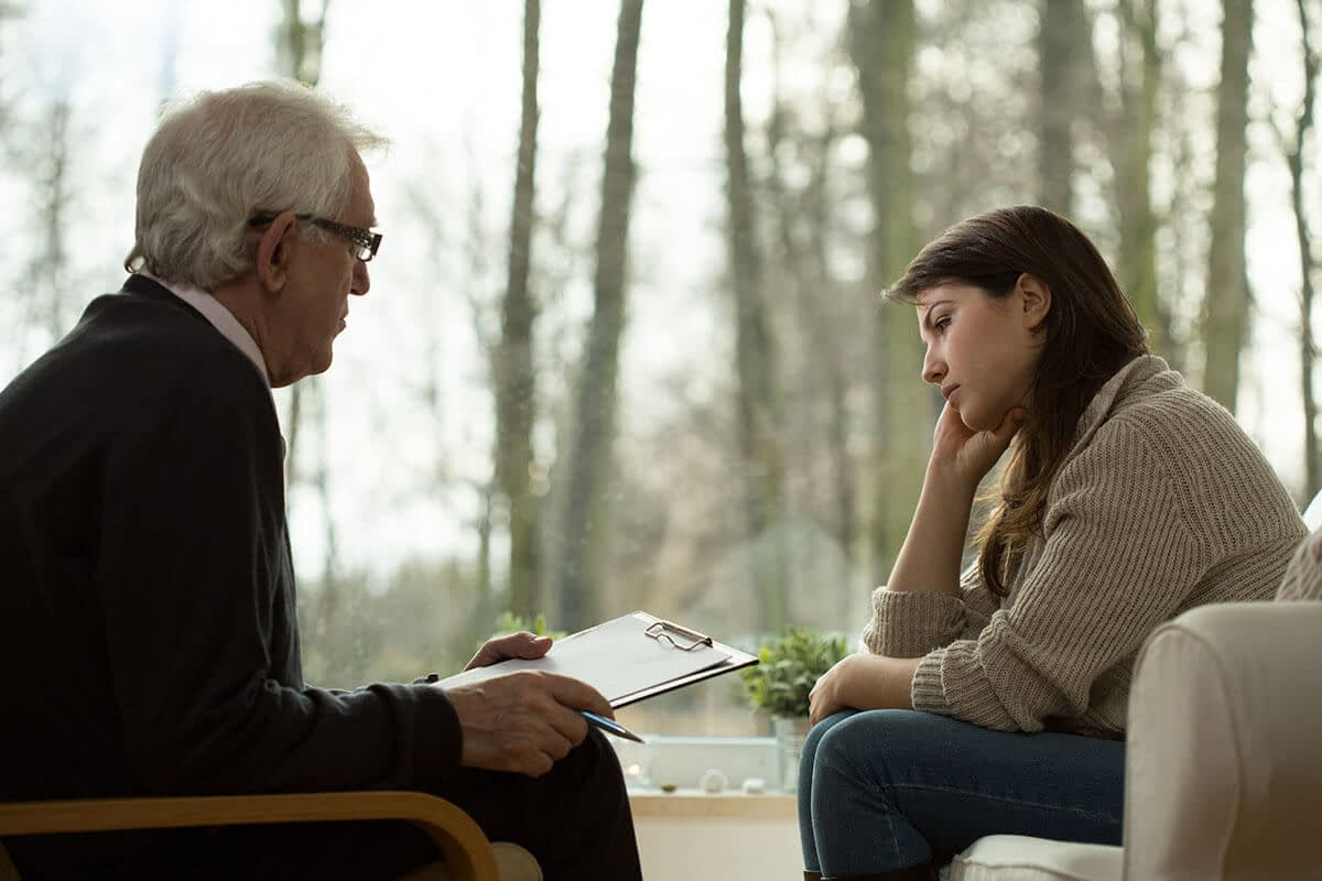 patient talking to a professional about what are co-occurring disorders