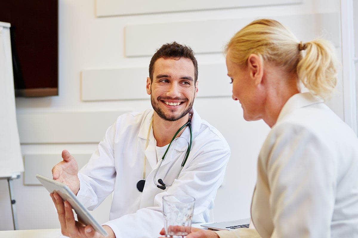 doctor and a patient talking about the benefits of outpatient treatment