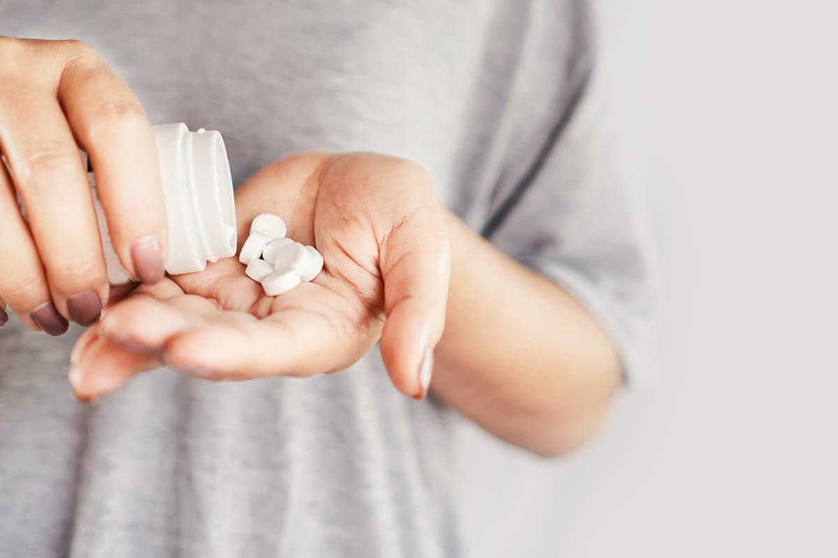 pills showing drug addiction vs drug abuse definition