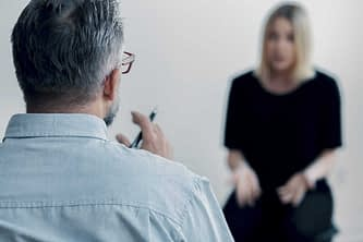 Counselor speaking with patient in an Alcohol Rehab Center near Gresham