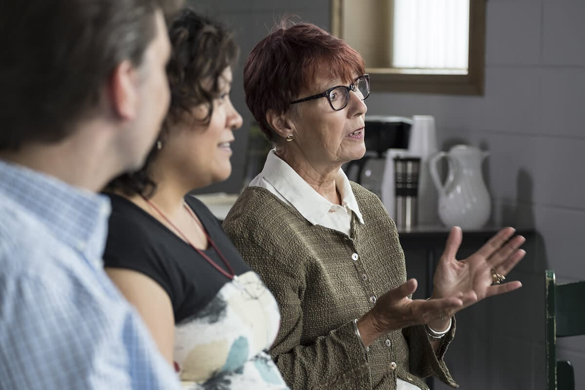 older woman talking to a group about drug rehab near salem oregon