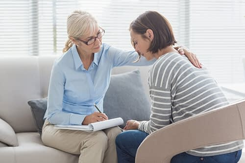 woman talks to therapist about Help for Alcoholics