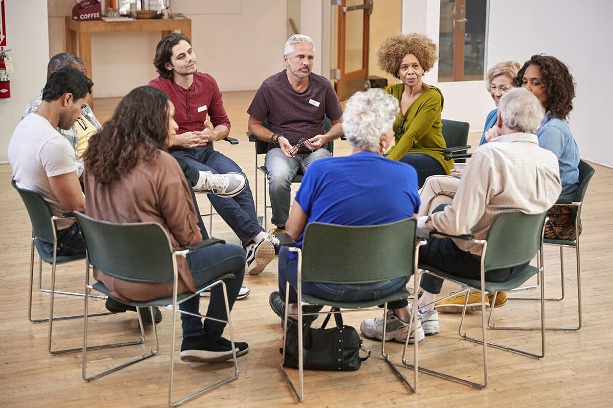 group at an alcohol rehab center near redmond