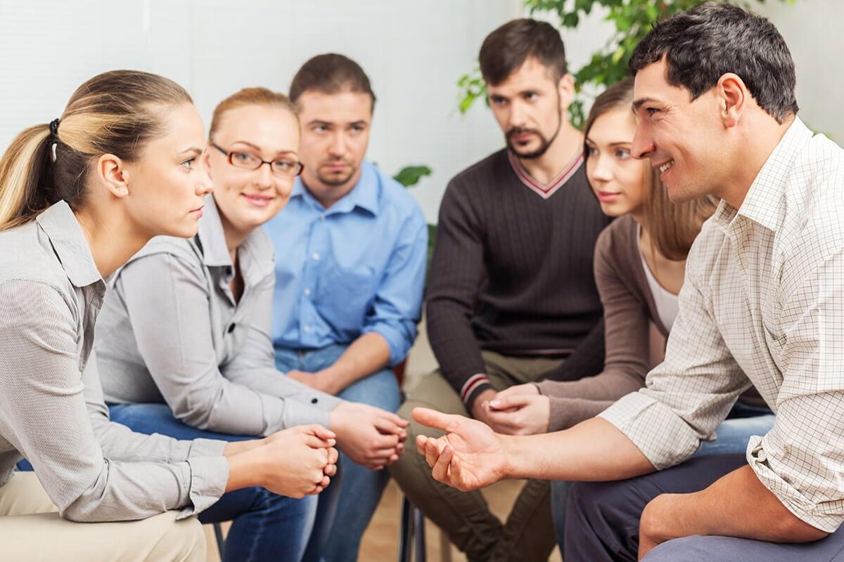 group at an alcohol rehab program near hillsboro
