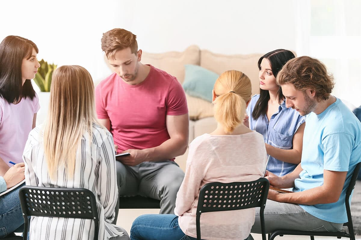 group therapy at an early intervention oregon rehab center